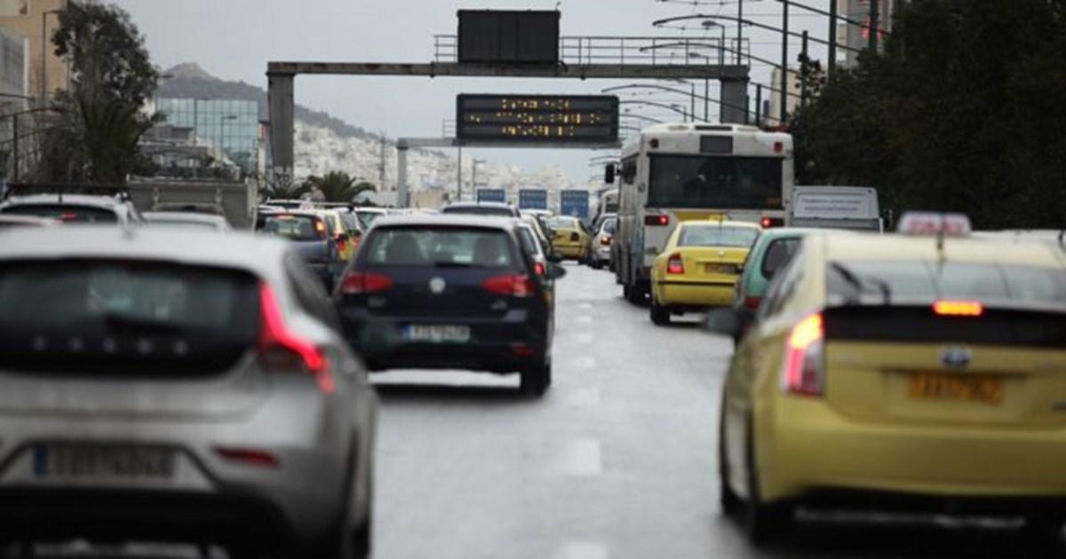 Lockdown: Τι αλλάζει από την Δευτέρα στα όρια επιβατών σε ΙΧ, ταξί και φορτηγά