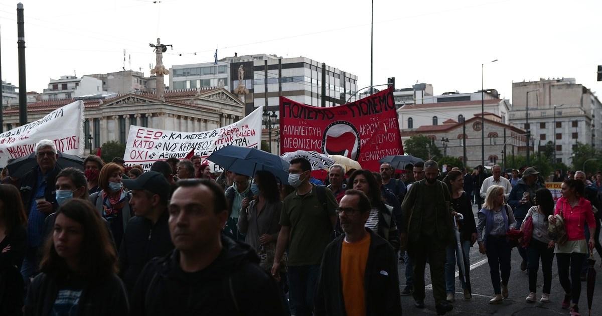 Κλειστό το κέντρο της Αθήνας - Σε εξέλιξη υπό βροχή το πανεκπαιδευτικό συλλαλητήριο