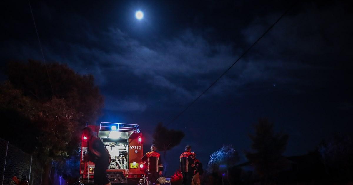 Φωτιά στη Νέα Μάκρη: Σε ύφεση το πύρινο μέτωπο - Ζημιές σε σπίτια, σοβαρές υποψίες για εμπρησμό [βίντεο]