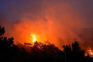 Σε ύφεση η μεγάλη πυρκαγιά στο Λασίθι - Ολονύχτια μάχη πυροσβεστών και κατοίκων να σώσουν τις περιουσίες τους.